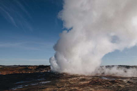 spectacular landscape with steam from geothermal hot springs in iceland, reykjanes, Gunnuhver Hot Springs 版權商用圖片 - 106836890