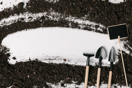 top view of arranged gardening equipment, empty blackboard and soil isolated on white 版權商用圖片