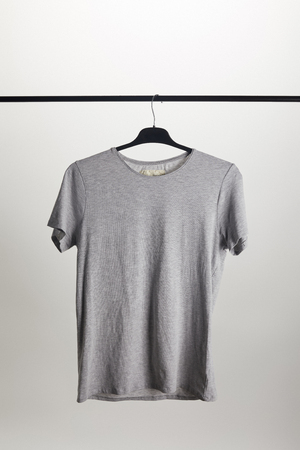 one grey shirt on hanger isolated on white Reklamní fotografie - 106889985