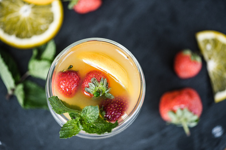 top view of fresh refreshing summer drink with mint and fruits on slate board Stockfoto