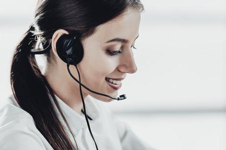 beautiful female call center worker with headphones 免版税图像
