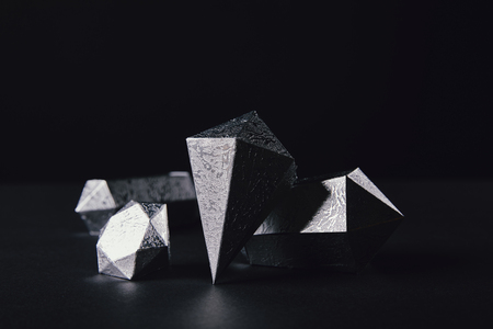 close-up view of shiny faceted silver pieces on black Stockfoto