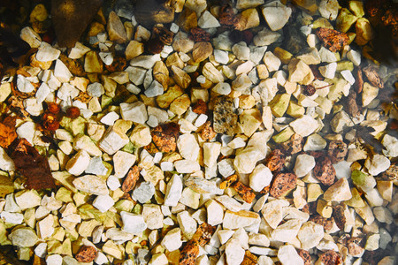 top view of textured yellow and white pebble stones ground Stockfoto