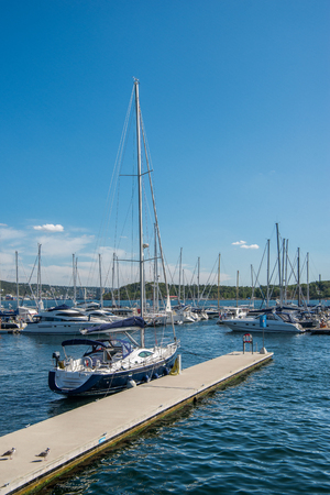 OSLO, NORWAY - 28 JULY, 2018: boats and yachts moored in harbour at Oslo, Norway Редакционное
