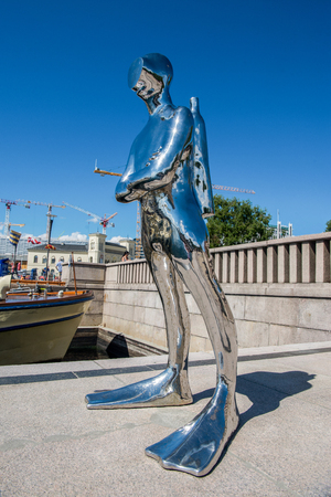 OSLO, NORWAY - 28 JULY, 2018: Contemporary sculpture of diver in Oslo harbour 에디토리얼