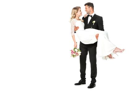 heureux jeune marié portant son épouse isolated on white
