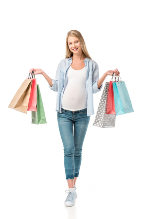 beautiful pregnant girl holding shopping bags isolated on white Foto de archivo - 109919451
