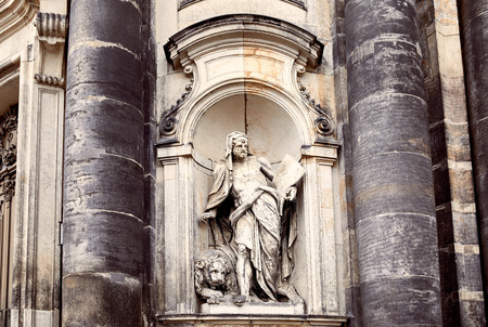 Statues of man and lion on facade of old dresden cathedral in Dresden, Germany Banco de Imagens