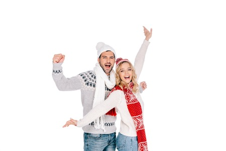 happy young couple in sweaters and hats smiling at camera isolated on white Stockfoto - 112243883