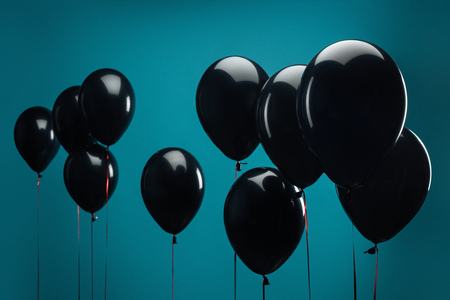 black balloons on blue for special offer on black friday 免版税图像