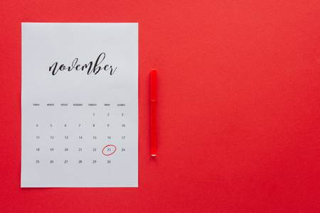 top view of calendar for November and marker isolated on red with copy space, black friday concept Banque d'images - 110700470