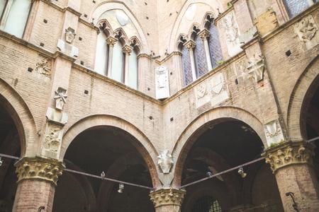 Courtyard facade of Palazzo Pubblico in Sienna Фото со стока