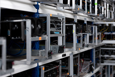 close-up shot of graphic cards at cryptocurrency mining farm Zdjęcie Seryjne