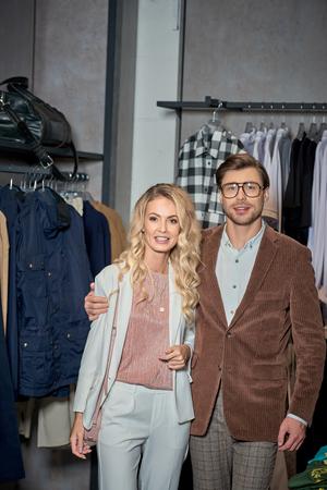 Beautiful stylish couple smiling at camera in boutique Foto de archivo - 111391060