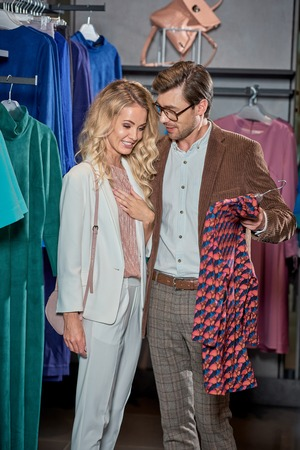 Smiling young couple shopping together in boutique Foto de archivo - 111391167