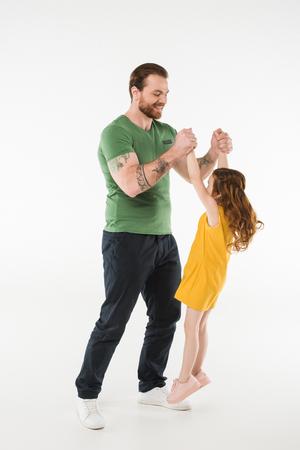 Vater erzieht kleine Tochter isoliert auf weißem Hintergrund Standard-Bild