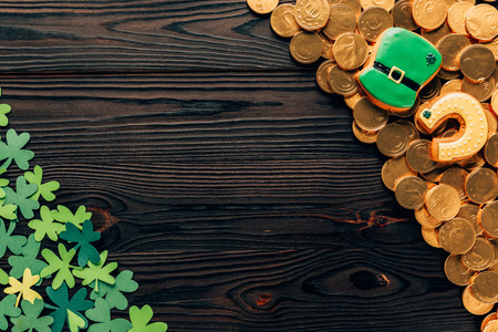 Top view of shamrock and golden coins on wooden table, St Patrick's day concept Stok Fotoğraf - 111832772