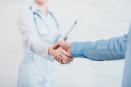 Cropped shot of doctor shaking hands of patient patient 스톡 콘텐츠 - 112089889