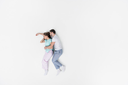 top view of couple in pajamas embracing and sleeping together isolated on white Archivio Fotografico - 111570898