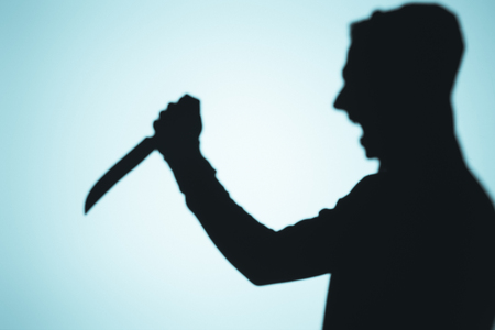 shadow of person screaming and holding knife on blue 写真素材 - 111572149