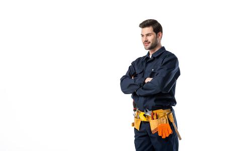 Seitenansicht des Klempners in Uniform mit verschränkten Armen isoliert auf weiß Standard-Bild