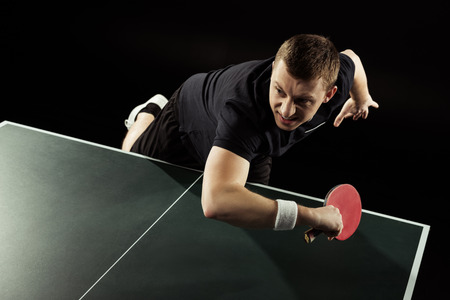 emotional tennis player in uniform playing table tennis isolated on black Banque d'images - 111601068