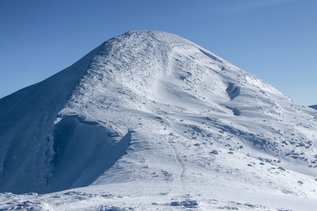 beautiful view of peak of Hoverla mountain covered with snow, Carpathian Mountains, Ukraine Imagens
