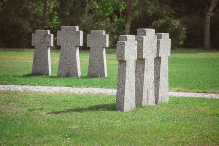 Cemetery with identical old memorial headstones placed in rows Stockfoto