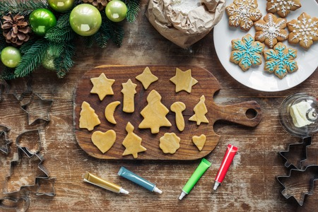 top view of arrangement of raw dough, food grade ink for christmas cookies bakery and and christmas wreath on wooden tabletop Stok Fotoğraf