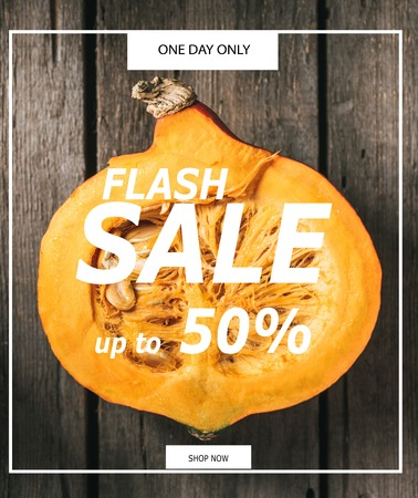 Top view of cut pumpkin half on wooden background with flash sale inscription Stockfoto