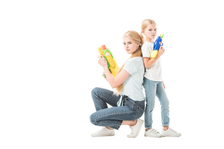 Mom and daughter playing with water guns isolated on white Stockfoto