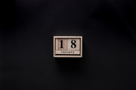 top view of wooden calendar isolated on black Stockfoto - 112537567