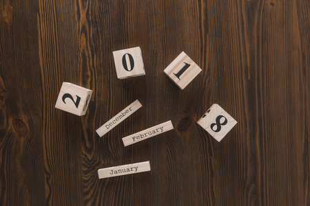 top view of parts of wooden calendar on dark wooden tabletop Stockfoto