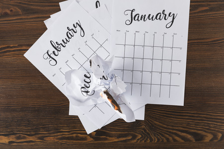 top view of teared paper calendar on wooden tabletop Stockfoto - 112538317