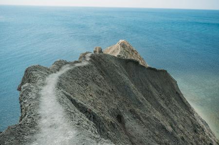 Beau paysage avec les montagnes de Crimée et la mer Noire, Ukraine, mai 2013 Banque d'images