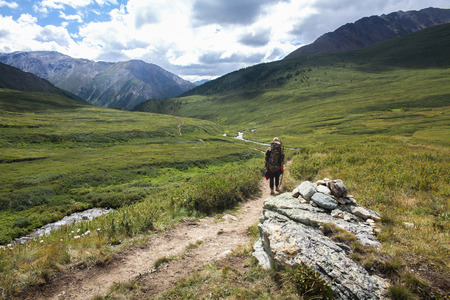 Back view of tourist with backpacker trekking in Altai, Russia 版權商用圖片