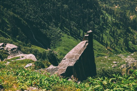 huge stones and green plants in scenic mountains, Indian Himalayas, Rohtang Pass 스톡 콘텐츠