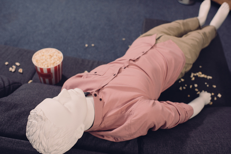 close up view of layman doll in casual clothing and popcorn Zdjęcie Seryjne