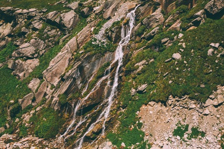 beautiful small waterfall on rocks in Indian Himalayas, Rohtang Pass 스톡 콘텐츠