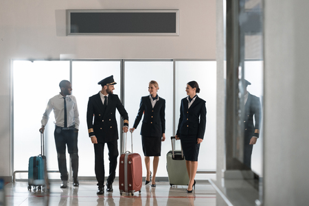 aviation personnel team walking by airport loggy Stockfoto