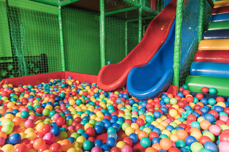 slides and pool with colorful balls in entertainment center Foto de archivo - 114332418
