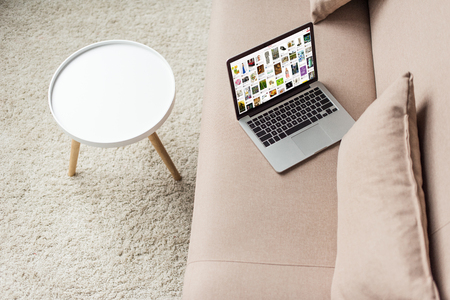 high angle view of laptop standing on cozy couch with pinterest website on screen 新聞圖片