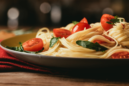 close up of traditional italian pasta with tomatoes and arugula in plate Imagens