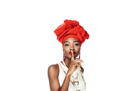 stylish african american woman showing silence gesture isolated on white Foto de archivo