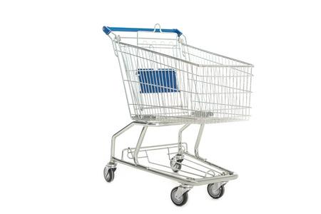 Nahaufnahme eines leeren Einkaufswagens isoliert auf weiß