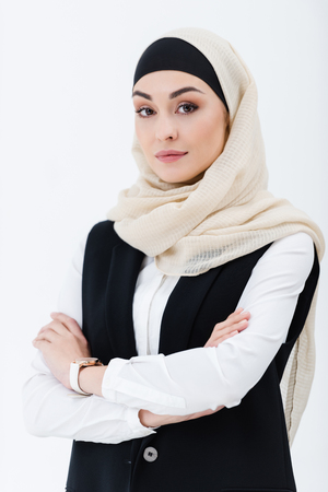 portrait of muslim businesswoman with arms crossed isolated on grey 스톡 콘텐츠 - 114470478