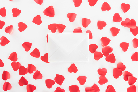 top view of heart symbols and envelope isolated on white, st valentine day concept 免版税图像 - 116387330
