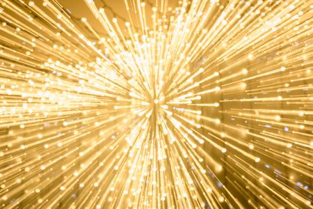 Larga exposición de luces bokeh doradas brillantes borrosas