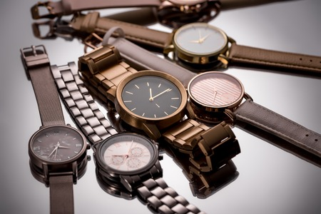 Selective focus of luxury wristwatches on grey background Banque d'images - 116388156