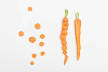 top view of carrot slices, sliced and cut carrots isolated on white Standard-Bild - 116464945